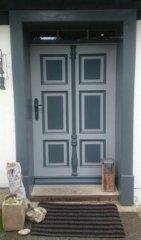 Haustür nach altem Vorbild gestaltet